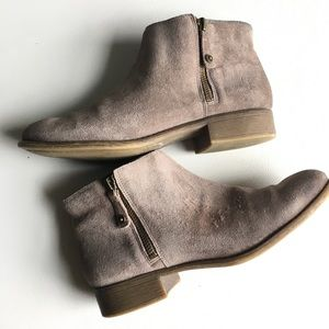 Enzo angiolini zippered suede ankle booties